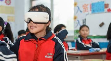 """倍轻松携手王祖蓝捐赠72个班级阅读角,守护贫困留守儿童""""视力""""与""""世界"""""""